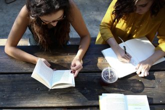 Як вчитель може  вплинути на розбудову доброчесного суспільства?